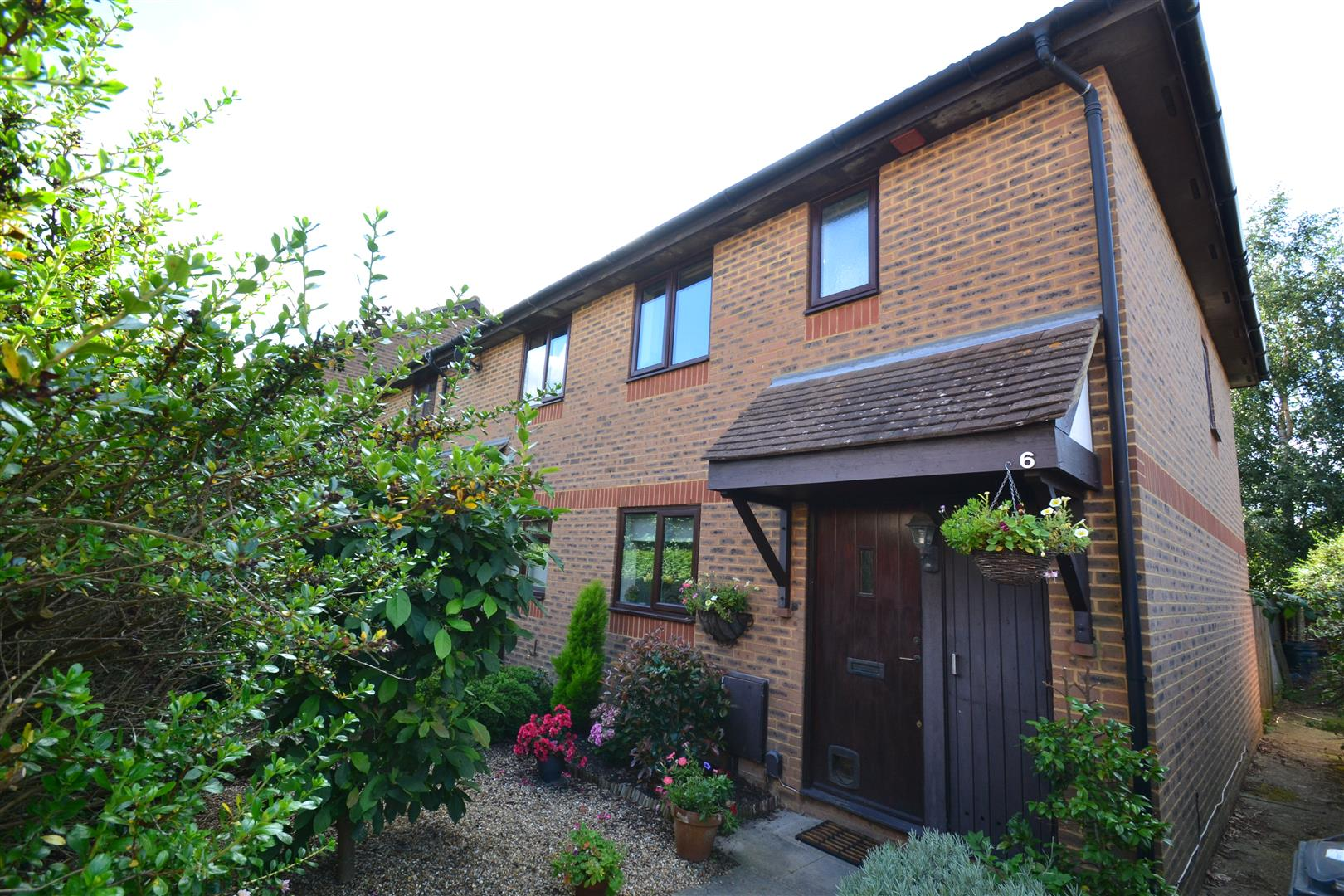 3 Bedrooms End Of Terrace House for sale in Middlefield, Horley